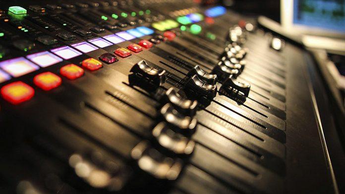 Audio mixer board