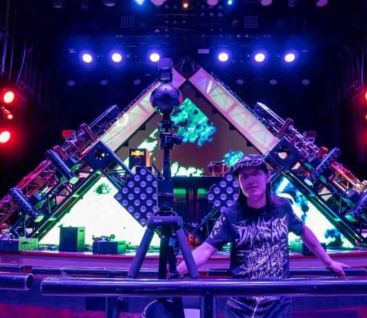 Hugh Hou recording Groove Cruise-Green Velevt DJ set