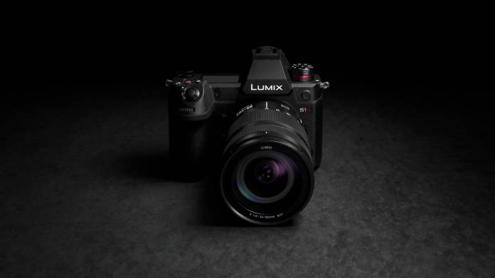 Panasonic's LUMIX S1H shoots 6K 24p and 5.9K 30P video with 14+ stops of wide dynamic range.