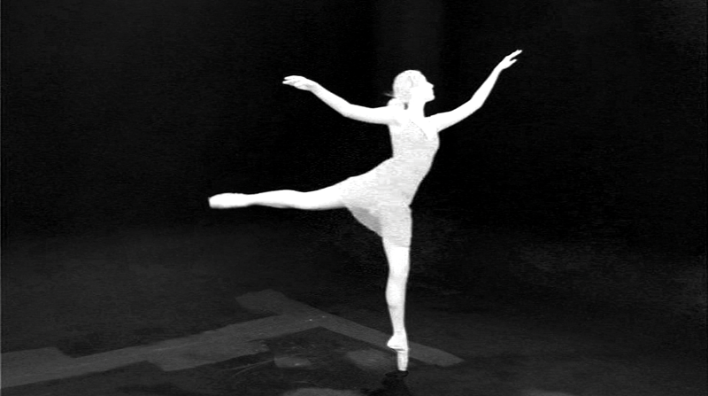 Screen grab of Adobe After Effects, Keylight, of a ballet dancer showing Matte view.