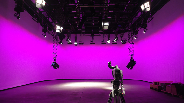 Lighting Cyclorama Backdrops For Seamless Sets Videomaker