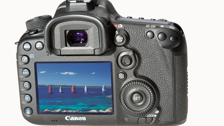 Canon EOS 7D Mark II LCD and buttons