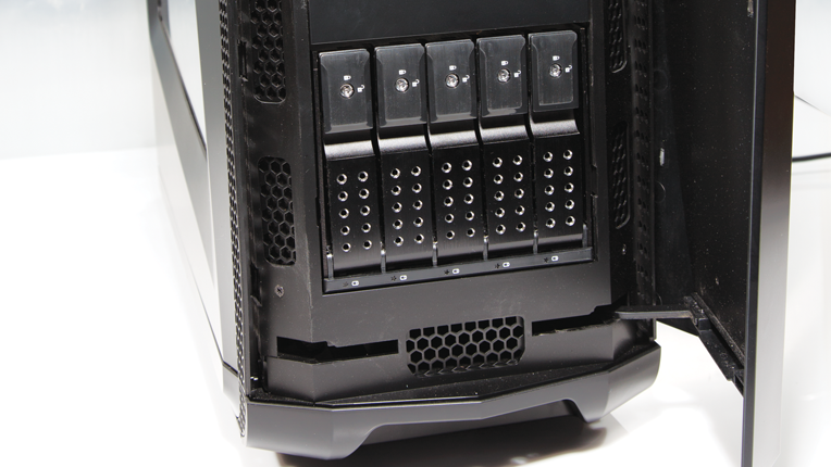 5 lockable hot swap hard drive cages
