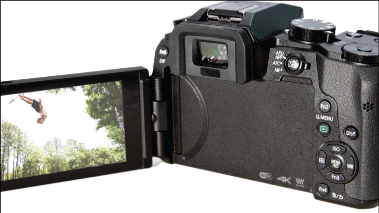 Panasonic Lumix DMC-G7 articulating LCD panel