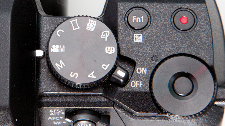 Panasonic Lumix DMC-G7 large top control dial