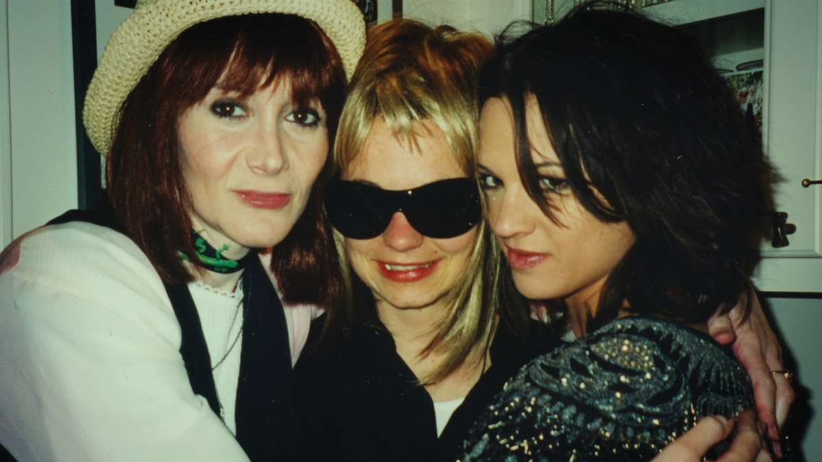 Laura Albert, Savannah Knoop and Asia Argento in AUTHOR: THE JT LEROY STORY, a Magnolia Pictures release. Photo courtesy of Amazon Studios / Magnolia Pictures.