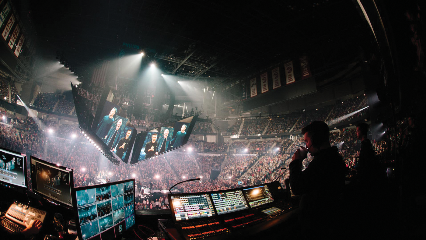 At Passion 2018, massive screens above the audience displayed video from all three venues to create a more immersive, connected and engaging event. Large scale projection helped attendees connect with speakers and performers.